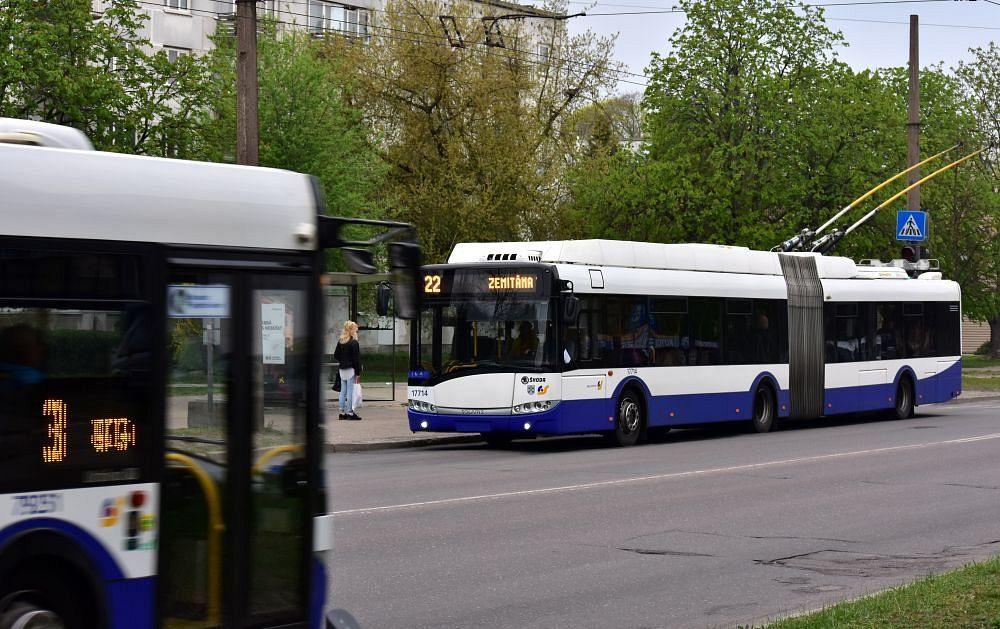 Sabiedriskais transports šorīt kavējas līdz 35 minūtēm ...